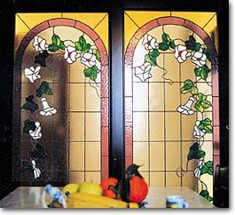Great cucina campanelle with vetrate colorate for Porte in vetro per cappelle cimiteriali